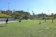 公園でおじさんを誘ってタッチフット